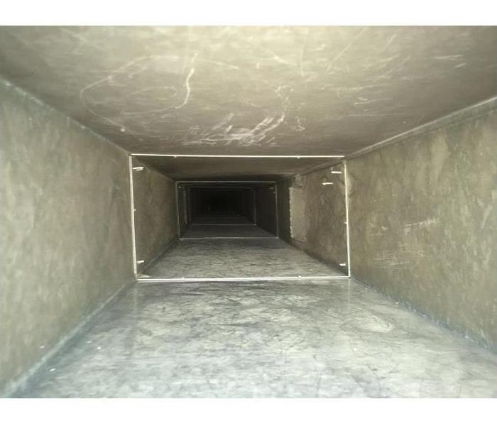 A clean and clear commercial building air duct